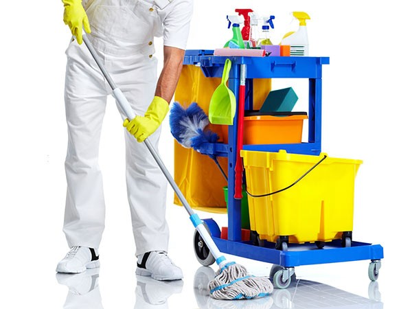 La gara d'appalto è ferma da mesi, proroga del servizio di pulizia agli immobili comunali