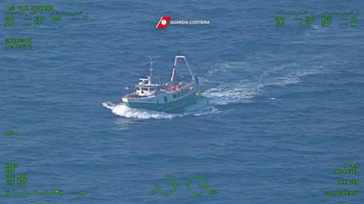 Imbarcazione di Bisceglie fa pesca a strascico durante fermo biologico, Fermato dalla Guardia Costiera