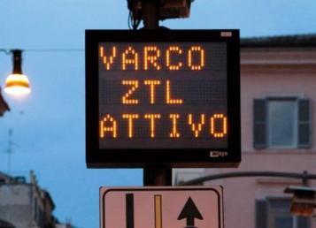 Viabilità e centro storico, M5S: che fine ha fatto il varco ZTL di Piazza Castello?