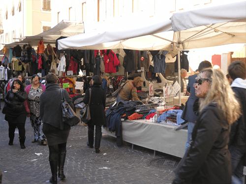 Carriera e Nazzarini (Confcommercio): mercati settimanali fermi, la situazione si fa insostenibile