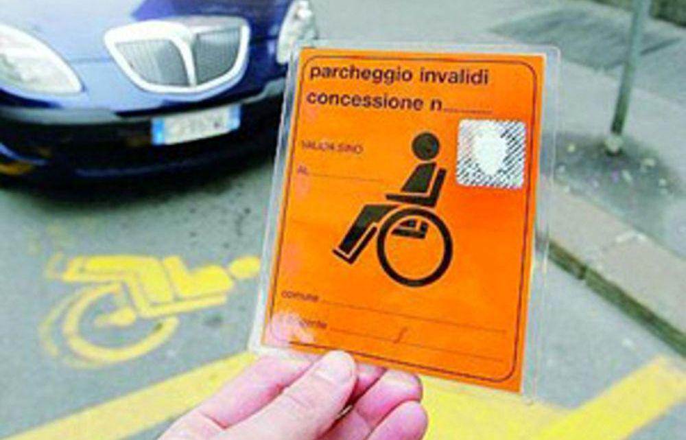 """Controlli sui contrassegni per parcheggi riservati a persone con disabilità, multati i primi 20 """"furbetti"""""""