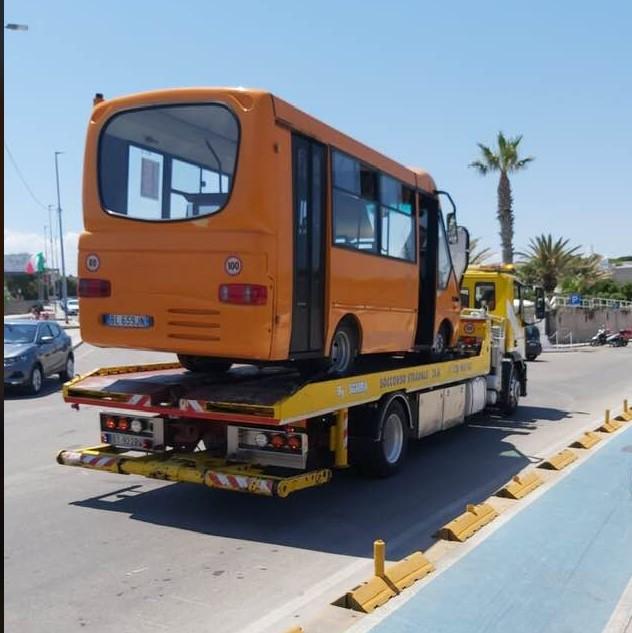 """Autobus su carro attrezzi, Spina: «Simbologia de """"La Svolta""""»"""