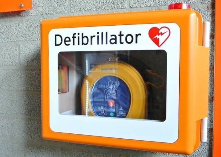 Spiagge: Mennea, azienda dona defibrillatori lidi Bisceglie