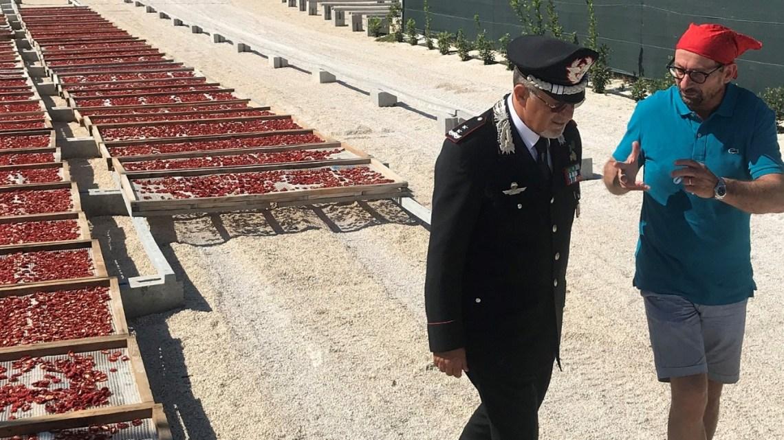 """Il comandante della Legione Carabinieri """"Puglia"""" Alfonso Manzo  visita la Mastrototaro Food di Bisceglie"""