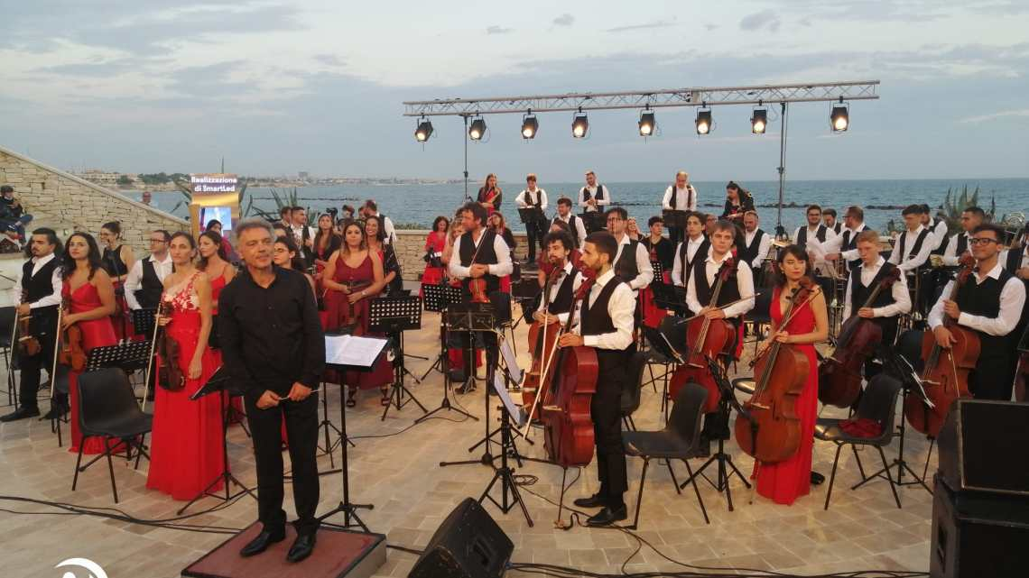 400 persone alla danza dell'alba, sabato 8 agosto