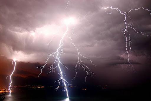 Meteo: due giorni di nuvolosità e temporali, diminuiscono le temperature