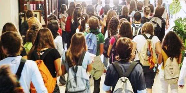 Banchi singoli, sanificazioni e mascherine: ecco come riaprono le scuole