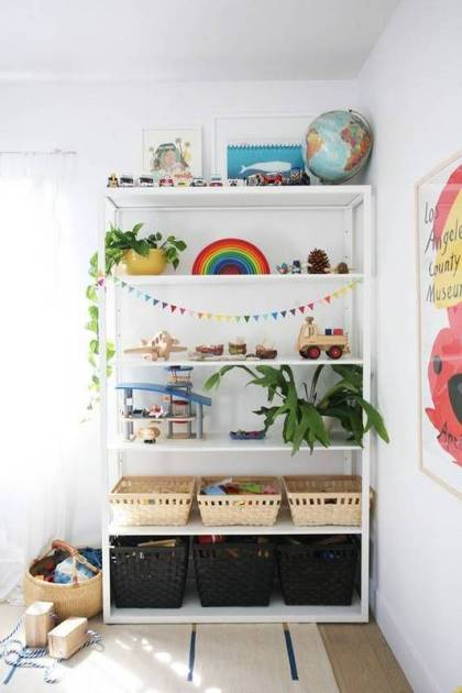 20-kid-room-shelves-with-styling-you-ll-want-to-copy-kids-room-design-white-kids-room-with-bookshelf-and-plants-580faca30da6a8082e001915-w620_h800