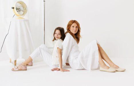 matka i córka na biało