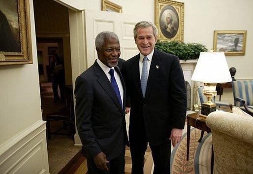 kofi Annan and George W. Bush