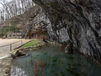 casa caverna 4