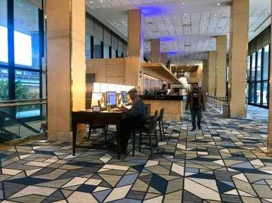 Dentro do aeroporto, o Hilton Chicago O'Hare Airport (Andrea Miramontes/ Lado B Viagem)
