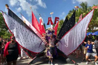 Batabano 2019 nas Ilhas Cayman - Andrea Miramontes / Lado B Viagem
