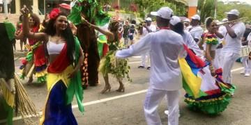 Desfile do Creole Festival em Seychelles -Andrea Miramontes / Lado B Viagem