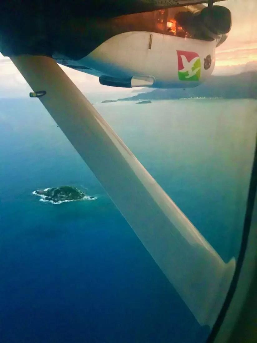 Voo de Praslin de volta a Mahé, pela Air Seychelles - Andrea Miramontes / Lado B Viagem