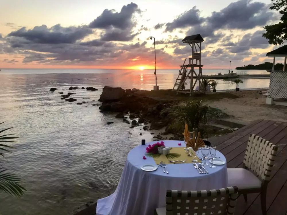 É possível fazer uma surpresa ao parceiro ao reservar uma mesa exclusiva dessas para o jantar - Andrea Miramontes / Lado B Viagem