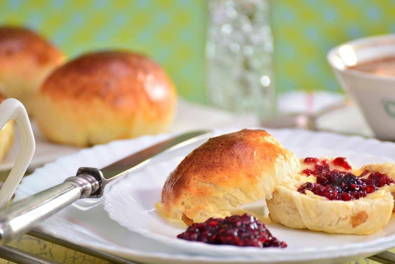 scone-cream-tea-visit-britain-pixabay