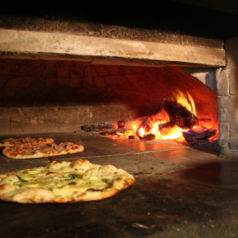 Ladro woodfire pizza