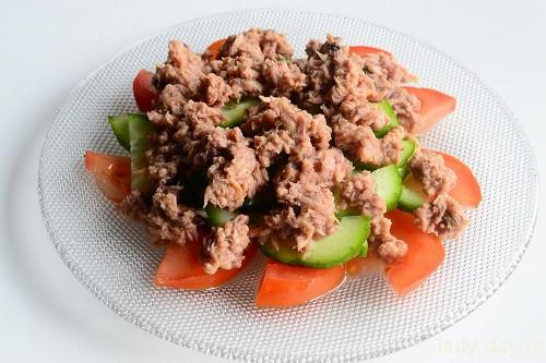 Салат с тунцом: рецепт с фото очень вкусный | Простые ...