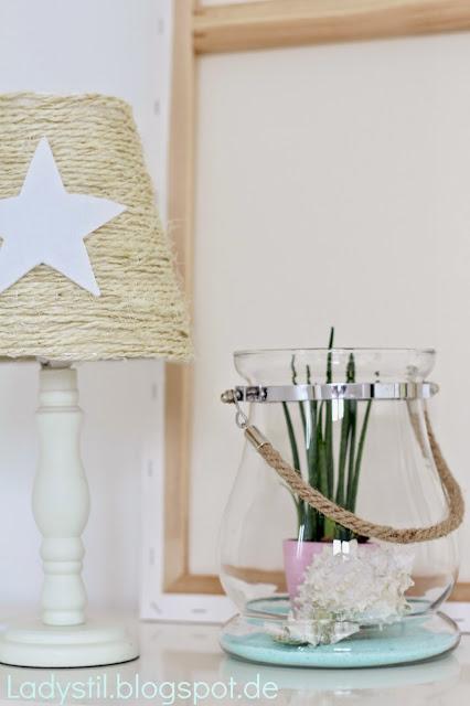 Lampenschirm aus Bast mit weißem Stern und Seaside-Deko