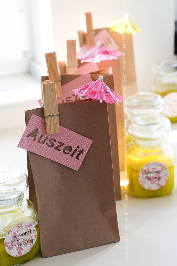 Wellness für Zuhause oder eine Mädels-Party im Spa-Tempel, selbstgemachter Lippenbalm und DIY Zitronen-Peeling, Mitgebsel-Tüte Auszeit