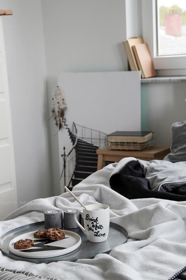 Mach´s Dir gemütlich im Schlafzimmer! Mit natürlich-wärmenden Materialien, schicker Bettwäsche und weichen Decken durch die kalte Jahreszeit! I feel good!