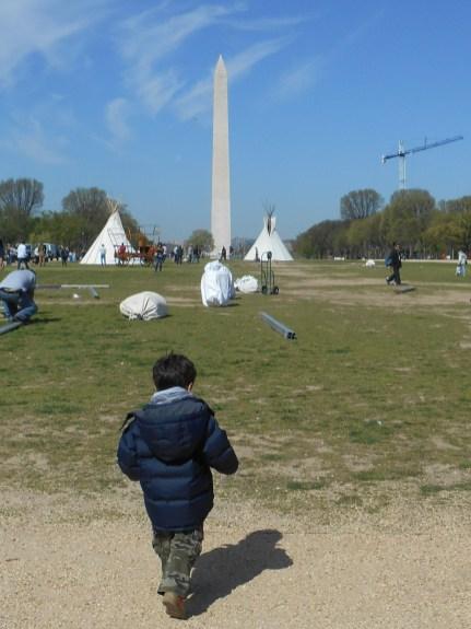 Enzo corriendo por el National Mall