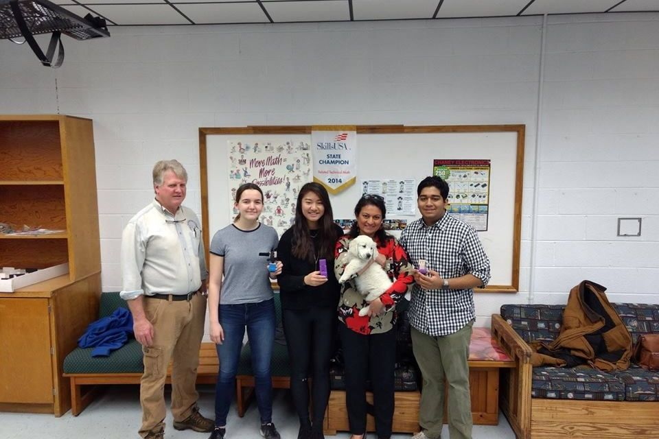 High School Students Build Prosthetic Leg to Help A Puppy Walk Again