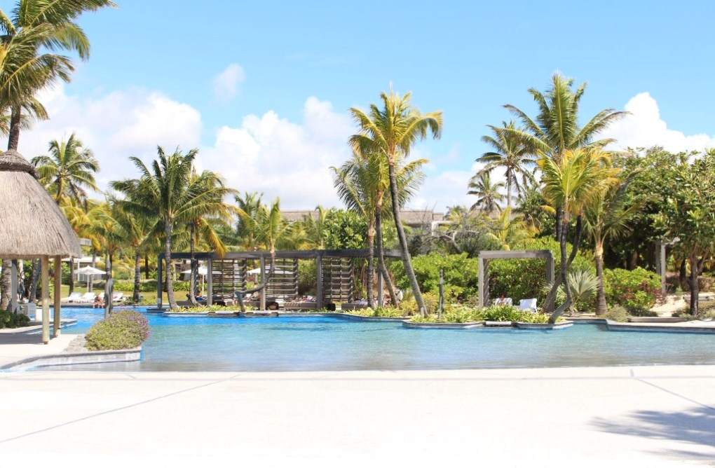 alt-mauritius-long-beach-green-swimming-pool