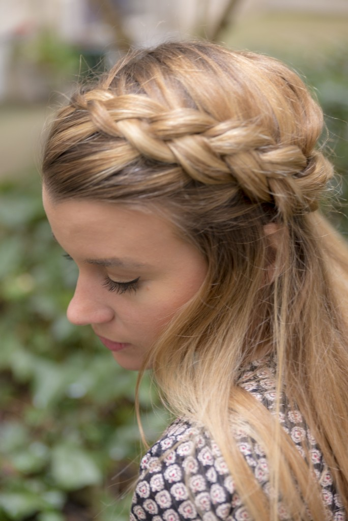 alt-french-braid-lady-heavenly