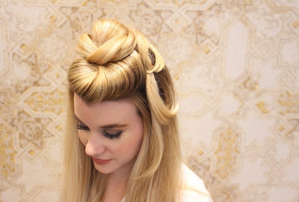 alt-lady-heavenly-salon-de-coiffure-le-moment-présent-coiffure-chignon