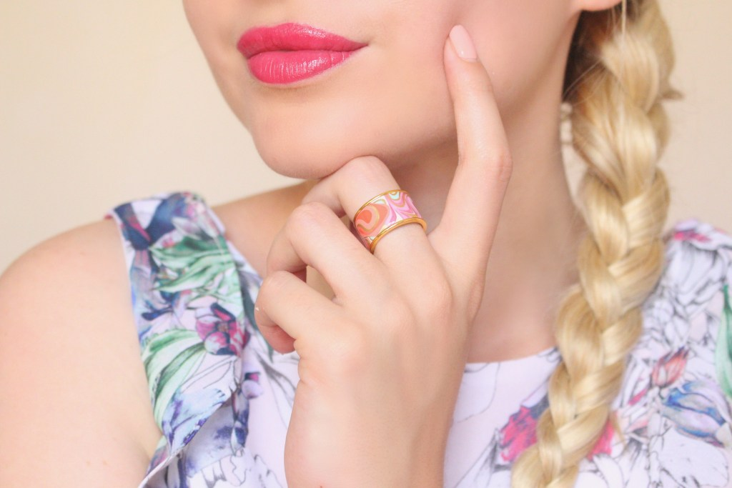 alt-lady-heavenly-make-up-romantique-lèvres-roses-bague-freywille