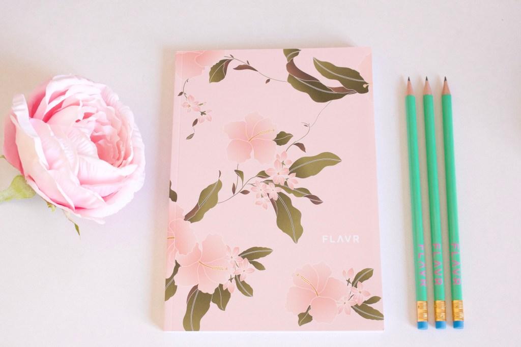 alt-carnet-fleuri-crayon-de-papier-flavr
