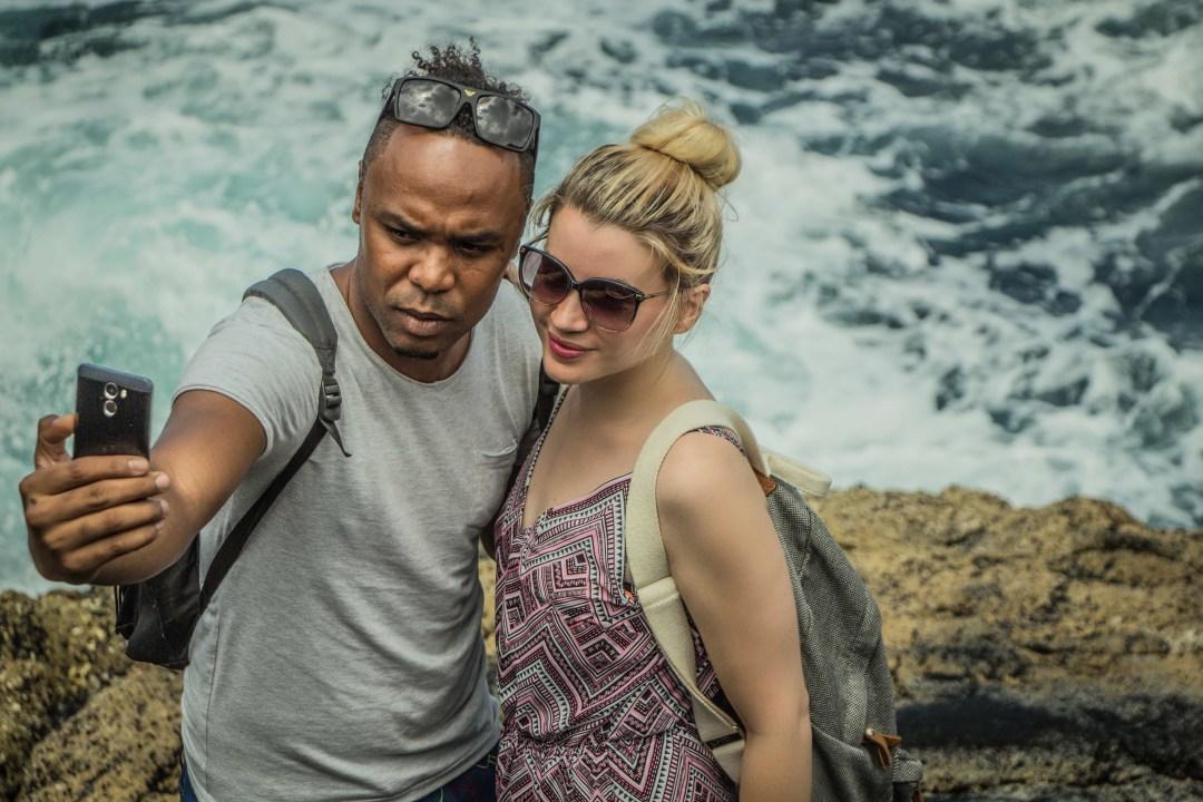 alt-découverte-de-l'île-de-Sal-cap-vert-selfie-lady-heavenly