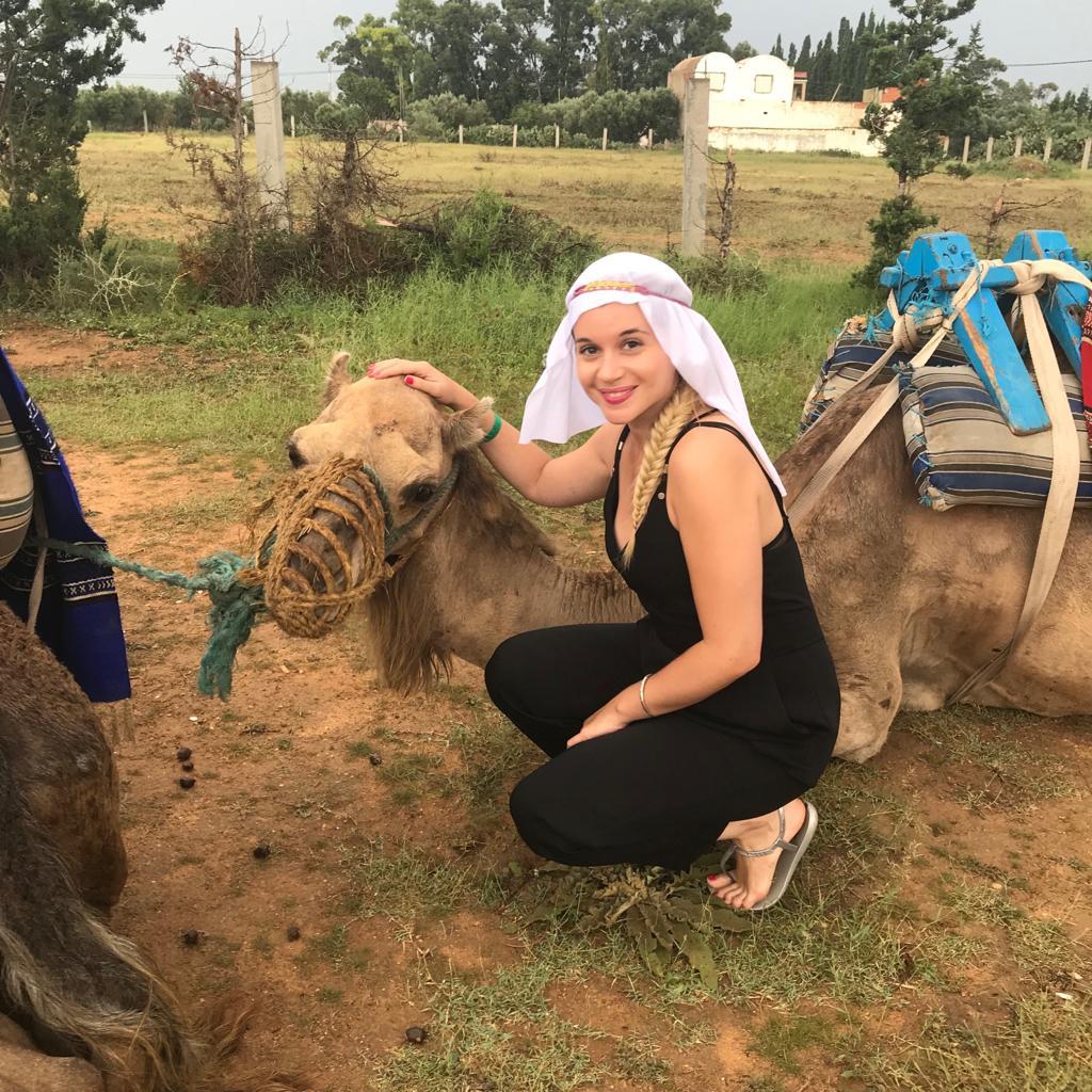 alt-lady-heavenly-promenade-en-chameau