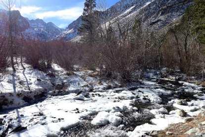 Creek at trailhead- North Fork Big Pine Creek Trail