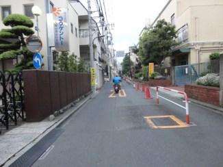 Jalan di depan hostel
