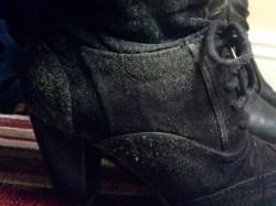 Mes belles chaussures que j'adore d'amour....foutu à cause de l'humidité. Il faut qu'on déménage