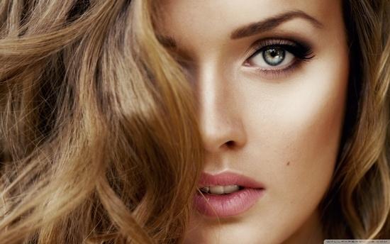 Какой цвет волос подходит к голубым глазам? | LS