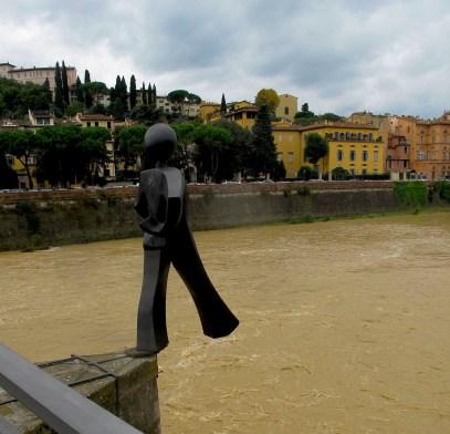 Ponte alle Grazie bridge over Arno river.