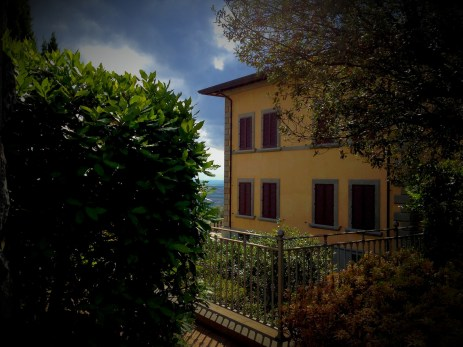 This is the first villa you will meet on the way to villa Bramasole. But this is not the one you are looking for yet!