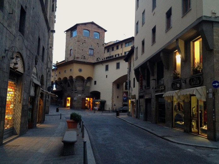 7:24. Access to the Ponte Vecchio from Via Guicciardini, which as well during the day gets overflooded with people.