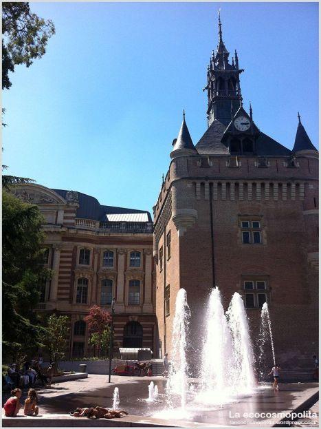 Fuente en plaza Charles de Gaulle Toulouse