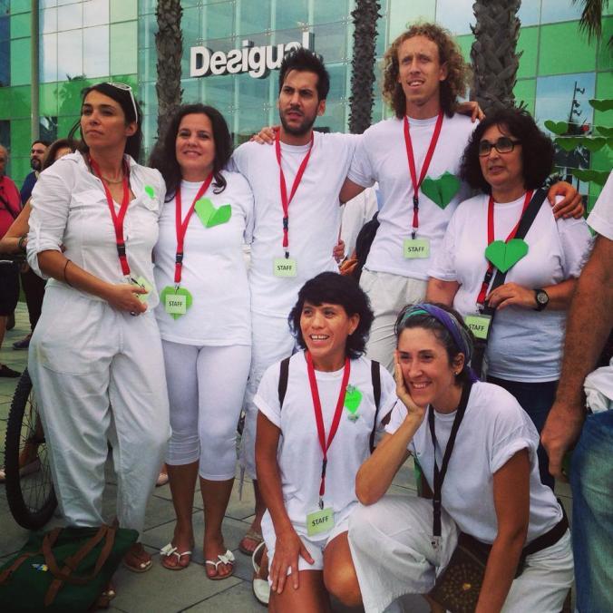Voluntarios de bcn para la Marcha de los pueblos de Barcelona