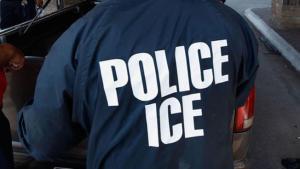 Por menos de 10 dólares cualquiera puede disfrazarse de agente de ICE para atemorizar a inmigrantes