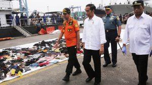 """Indonesia: Los restos del Boeing 737 de Lion Air fueron """"posiblemente"""" hallados en el mar de Java. 189 fallecidos"""