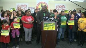 Video: Estalló la huelga de maestros de Oakland