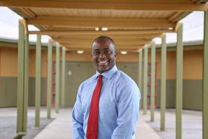 """""""La educación me salvó la vida"""": Tony Thurmond, Superintendente Estatal de Instrucción Pública"""