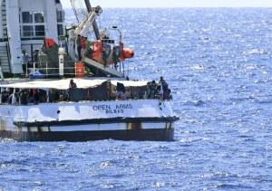 España enviará buque militar para rescatar a migrantes del 'Open Arms'