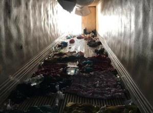En Veracruz,  agentes de la Policía Federal aseguraron a 140 migrantes hacinados en caja de tráiler